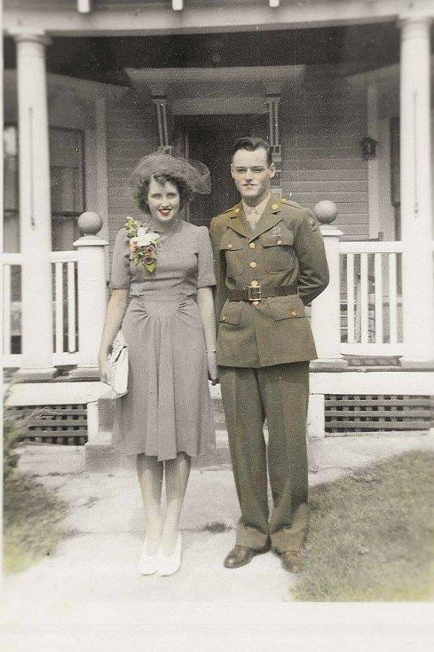 Staff Sergeant Arthur E. Boucher s manželkou.