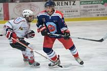 Liga juniorů: HC Klatovy (v bílém) - HC Letci Letňany 3:8.