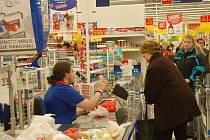 Obchodní centra nákupní horečka v Klatovech Vánoce 2009