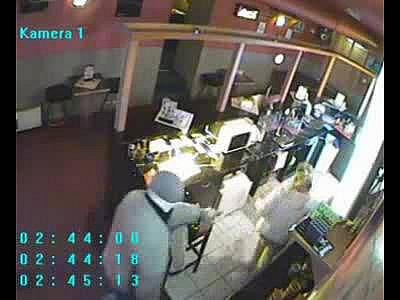 Snímek lupiče z bezpečnostní kamery