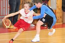 Kvalifikace nejmladších minižáků o národní finále: BK Klatovy (v bílém) - BK Lokomotiva Plzeň 44:22.