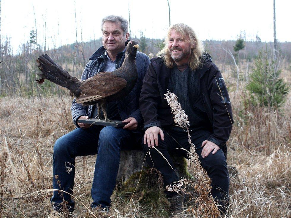 Ředitelé národních parků Šumava a Bavorský les Pavel Hubený a Franz Leibl (vlevo) představili výsledky výzkumu populace tetřeva.