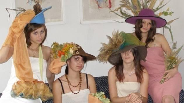 Studentky ISŠ Klatovy na soutěži Mladý módní tvůrce v Jihlavě