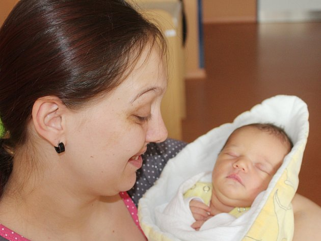 Denisa Mertlová ze Železné Rudy (3250 g, 49 cm) se narodila v klatovské porodnici 5. prosince ve 12.12 hodin. Z narození dcery má radost maminka Michaela a sourozenci Davídek (3) a Marcelka (2).