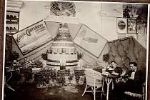 Prezentace Günterovy továrny na jednom z obchodních veletrhů v 30. letech 20. století.
