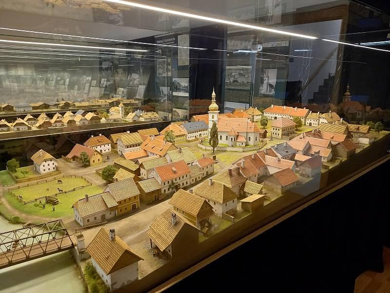 Výstava šumavské architektury na Modravě.