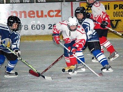V utkání přeboru Plzeňského a Karlovarského kraje porazili hráči páté třídy HC Klatovy své hosty z plzeňskéh o Lasselsbergeru 11:9