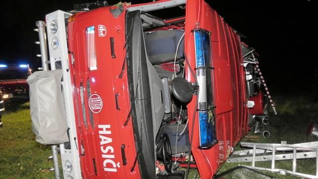 Nehoda strážovských hasičů.