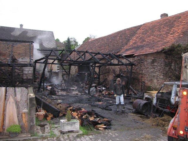 Požár stodoly v Zavlekově