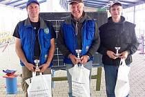 Na snímku jsou zleva: stříbrný Václav Šimlík, zlatý Pavel Mandys a bronzový Tomáš Mandys.