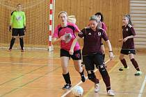 Dívčí amatérská fotbalová liga - zápas Andělky Velký Bor (tmavé) - Kobra Stars.