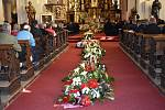 V sobotu se konalo poslední rozloučení se zavražděným klatovským podnikatelem Jiřím Žabkou. Nejprve se na jeho počest jela spanilá jízda kamionů po městě, poté se konala mše svatá v kostele.