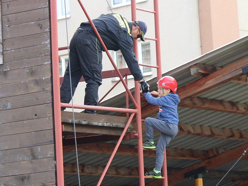 V prvním prázdninovém dni uspořádali hasiči klatovského územního odboru Hasičského záchranného sboru Plzeňského kraje ve své stanici den otevřených dveří
