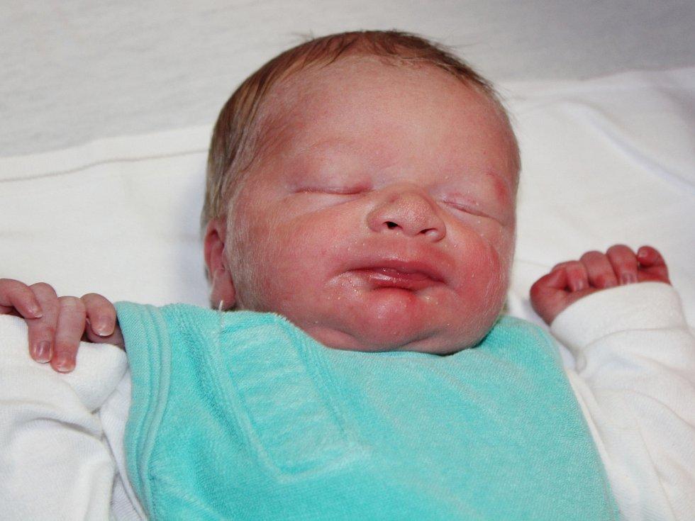 Jan Toman z Vřeskovic (3310 g, 51 cm) se narodil v klatovské porodnici 12. dubna ve 3.37 hodin. Rodiče Martina a Jan přivítali očekávaného syna na světě společně. Na brášku se těší Michal (3).