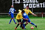 Fotbalisté Mochtína (na archivním snímku) hráči ve žlutých dresech skolili FK Nepomuk 3:1.