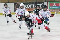 Liga mladších žáků: HC Klatovy (v bílém) - HC Příbram 8:3.