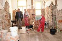 Bývalá škola bude již brzy opět sloužit obyvatelům Rabí.