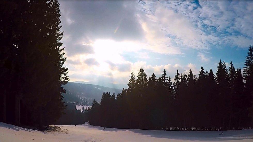Sněhové podmínky v areálu Ski&Bike Špičák 21. února 2019.