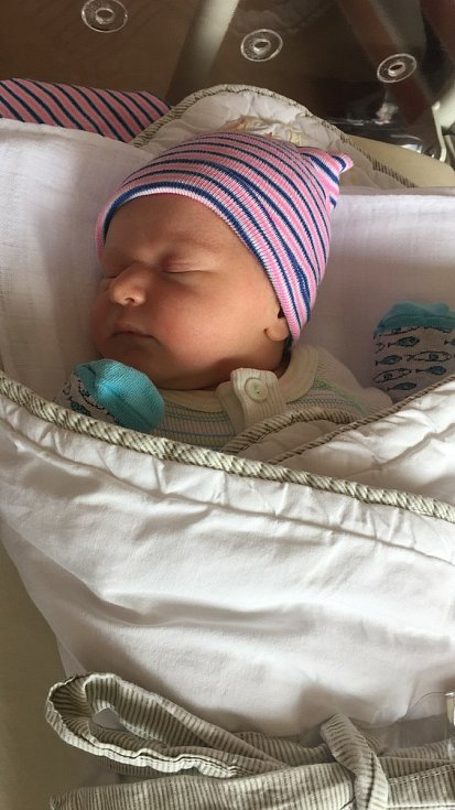 Rozálie Moravcová se narodila 25. června 2021 v 16:06 hodin rodičům Adéle a Jakubovi z Přívětic. Po příchodu na svět v plzeňské porodnici FN Lochotín vážila jejich prvorozená holčička 3430 gramů a měřila 50 centimetrů.