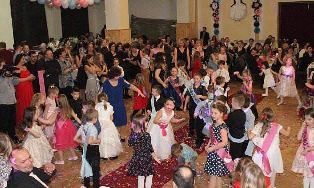 Školní ples vJanovicích nad Úhlavou.