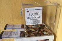 Kasičky pro sbírku Zvony pro Šumavu v Kašperských Horách.