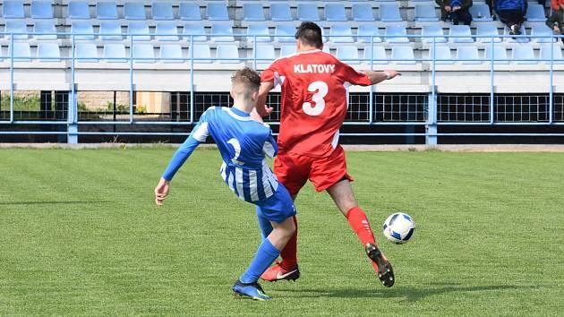 Klatovy (v červeném) remizovaly s Jiskrou. Na penalty vyhrály 6:5.