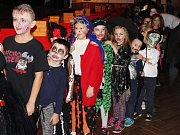 Halloweenské sladkobraní ve Svéradicích.