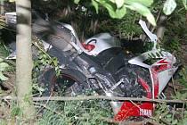 U Čachrova havaroval motorkář ze SRN.