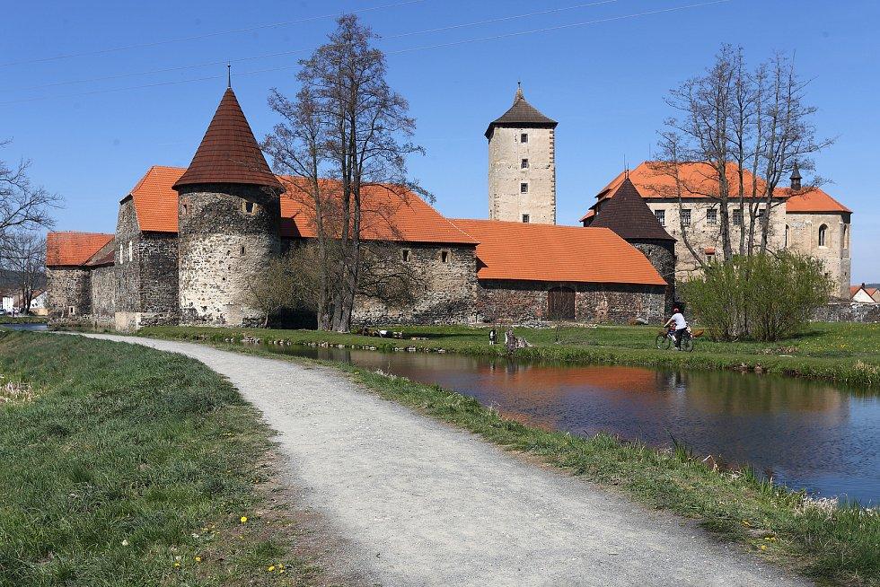 Do dnešní podoby byl hrad uveden po obsáhlé rekonstrukci v letech 1949–1954, kdy bylo dle archeologického průzkumu v náznacích obnoveno i vnější opevnění a vodní příkopy. Při obnově se používaly dobové postupy i původní materiál. Obnova a restaurování pok
