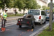 Čtrnáctiletého chlapce srazila před školou v klatovské Plánické ulici dodávka