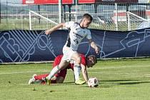 Fotbalisté Klatov (na archivním snímku hráč v červeném) vybojovali na turnaji v Přešticích druhé místo.