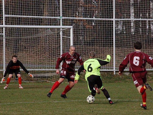 Fotbalisté Chanosu Chanovice podlehli na domácím hřišti 27. března Stříbru 1:2.