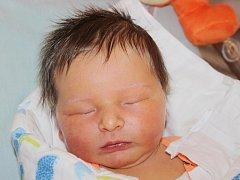 Damián Heczko z Přeštic (3480 g, 53 cm) se narodil v klatovské porodnici 28. dubna v 11.45 hodin. Rodiče Veronika a Marcel přivítali očekávaného chlapečka na svět společně.