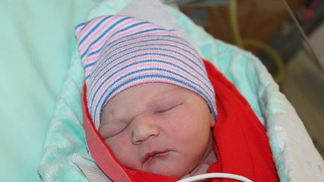 Victoria Heidelbergová ze Železné Rudy (3800 g, 54 cm) se narodila vklatovské porodnici 14. července v7:00 hodin mamince Ivaně.