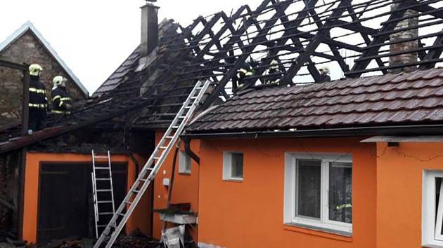 Požár rodinného domu v Malém Boru