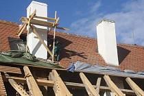 Rekonstrukce střech zámku v Horažďovicích.