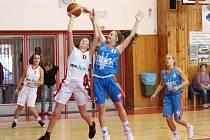 Liga kadetek U17: Klatovy (bílé dresy) - DBaK Plzeň 67:73