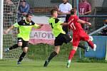 V úvodním duelu sezony 2017/2018 remizovali fotbalisté Klatov (červené dresy) v divizi se Sedlčany 0:0. V penaltách se radovali hosté ze Sedlčan.