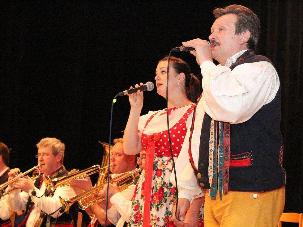 Festival dechovek v klatovském kulturním domě přilákal stovky posluchačů.