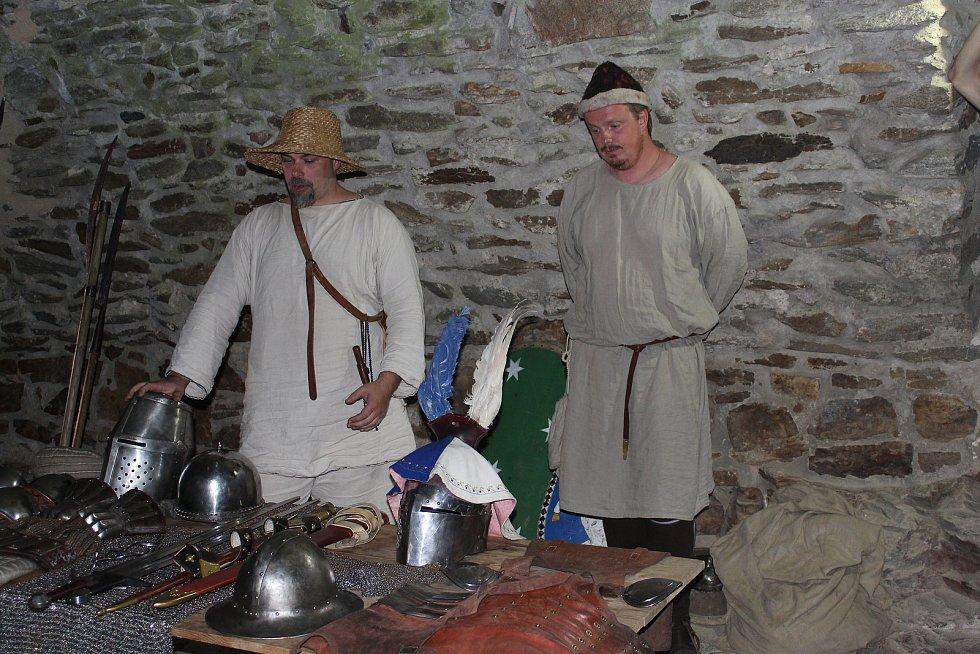 Návštěvníci se dozvěděli mnoho informací o středověkých zbraních a výzbroji.
