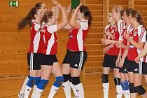 Volejbalistky SK Klatovy  dokázaly porazit v I. lize kadetek soupeřky ze Střešovic až v druhém utkání.