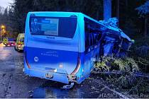 Nehoda autobusu u Špičáku.