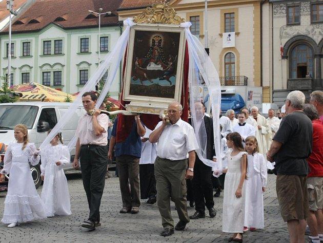 Průvod s obrazem Panny Marie Klatovské v Klatovech