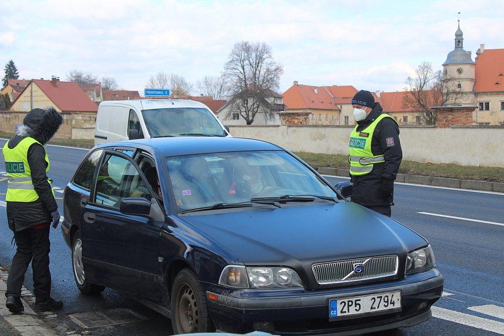 Policejní kontroly v Červeném Poříčí.