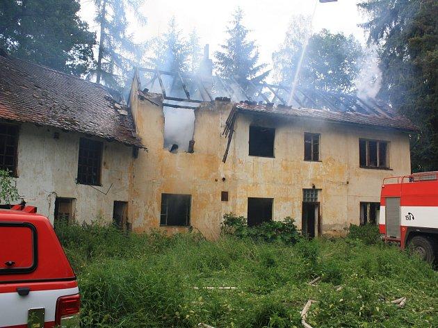 Požár v Měcholupech, který mají na svědomí děti.
