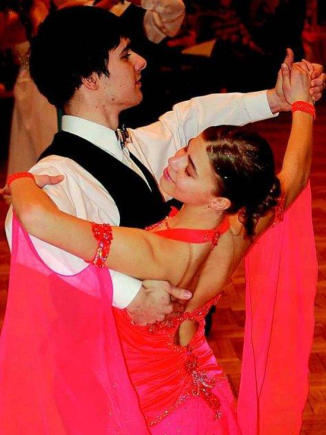 Téměř sedmdesát párů se utkalo  na soutěži ve standardních a latinsko– amerických tancích pod názvem Velká cena města Klatov v kulturním domě Družba.