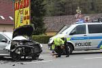 Před obcí Běšiny se v sobotu po 13 hodině střetla dvě osobní auta.