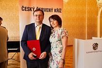 Dárce Jaromír Král s manželkou v Praze.