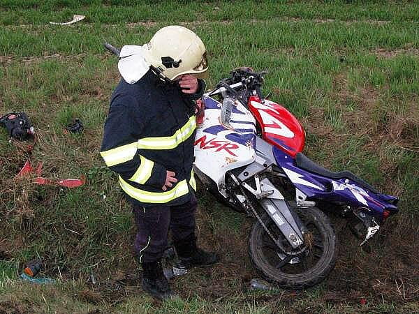 Nehoda motorkáře mezi Dehtínem a Kokšínem