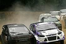 Otakar Výborný jezdí s vozem Mitsubishi Colt (vlevo).